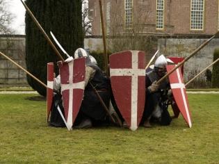 Ridders in een verdedigende cirkelformatie