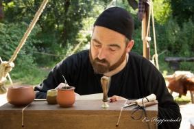 De klerk schrijft een brief aan de commanderij