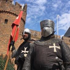 Twee ridders wachten op orders
